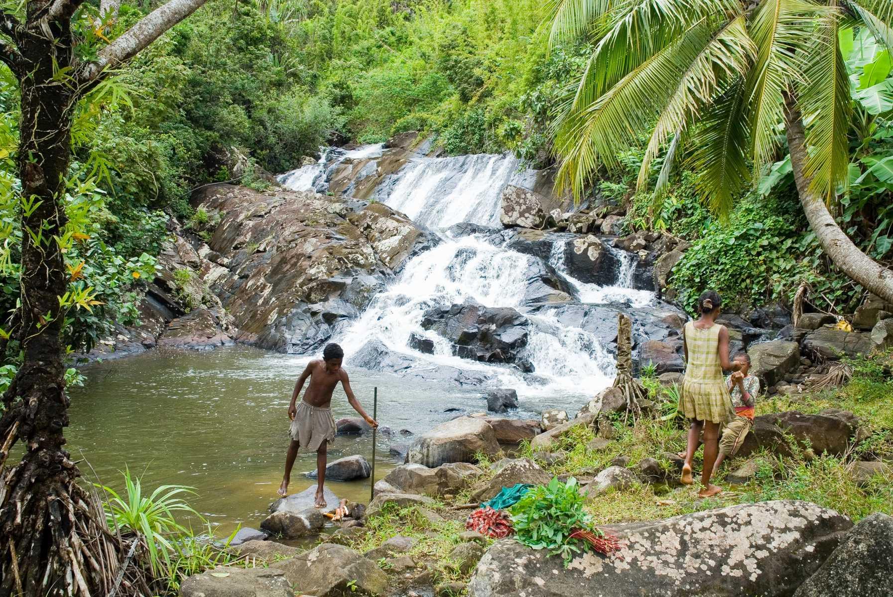 Afrique - Madagascar- Sainte-Marie - Au coeur de l'île, la jungle déroule bassins, cascades et hameaux enfouis dans la verdure.