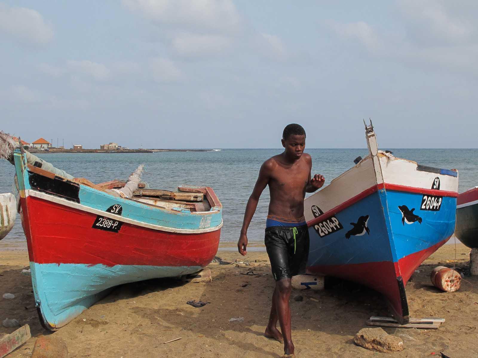 Cap-Vert - Baignade sur la plage de Baia das Gatas, à Sao Vicente