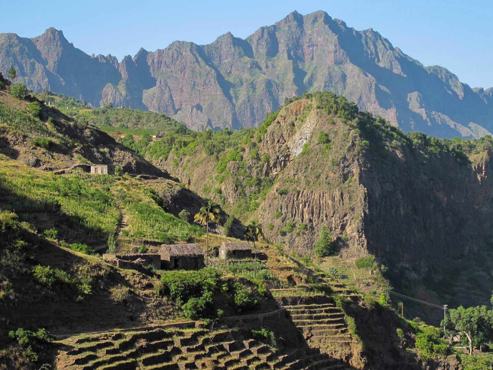Cap-Vert - Maisons traditionnelles et cultures en terrasses, dans la vallée de Pau à Santo Antao