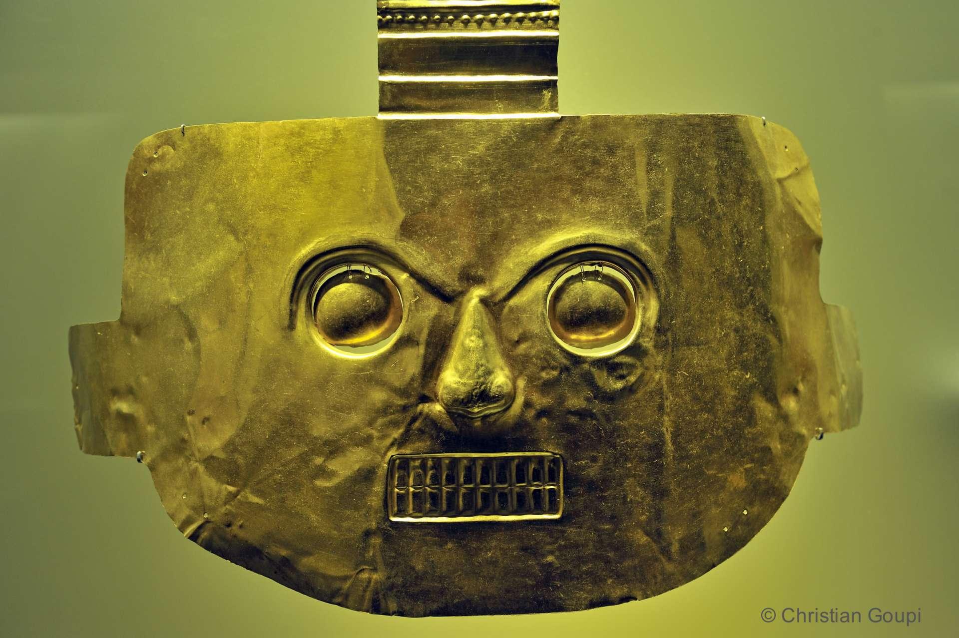 Colombie - Masque Tolima au Musée de l'or de Bogota.