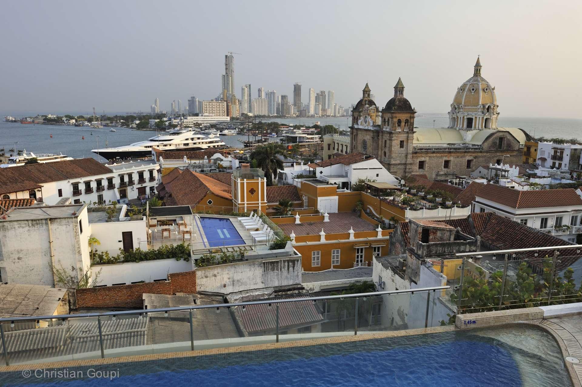 Colombie - Les toits de Carthagène et l'église San Pedro Claver