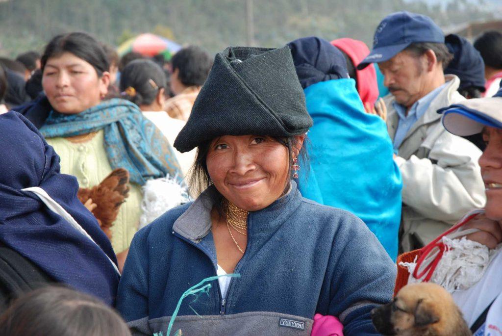 Equateur - Jour de marché à Otavalo, au pied de l'imbabura, le plus grand marché du pays