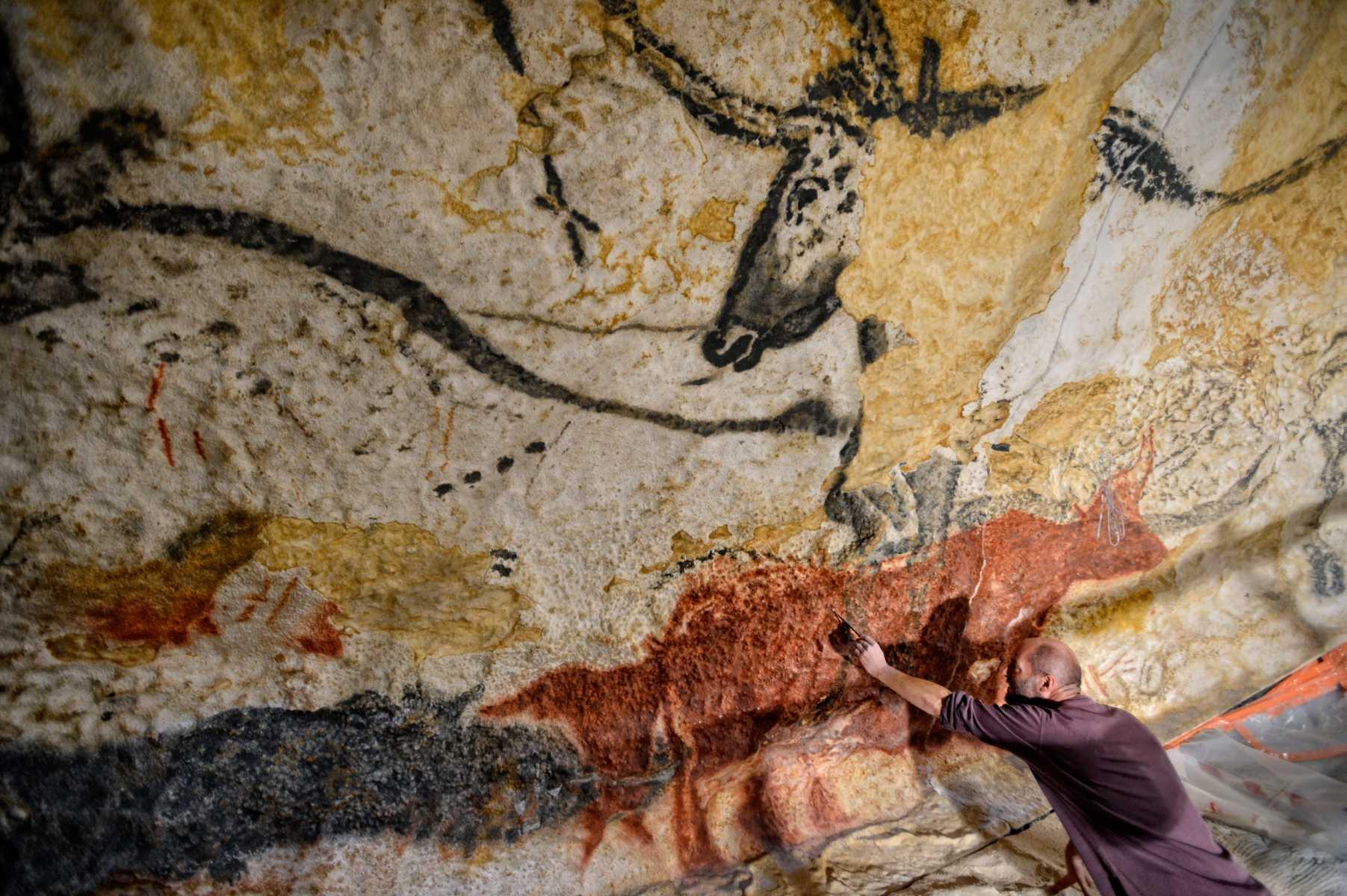 France - Grotte de Lascaux - Trois ans ont été nécessaires aux Ateliers des facs-similés du Périgord pour réaliser les peintures.