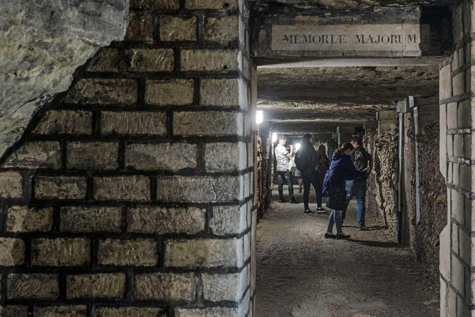 France - Paris - Catacombes - Bienvenue au pays des morts…