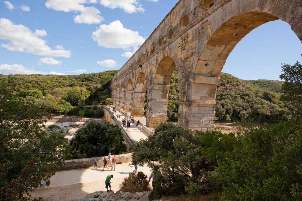 France - Pont du Gard - Tablier du pont construit au XVIIIe siècle pour permettre le passage des véhicules.