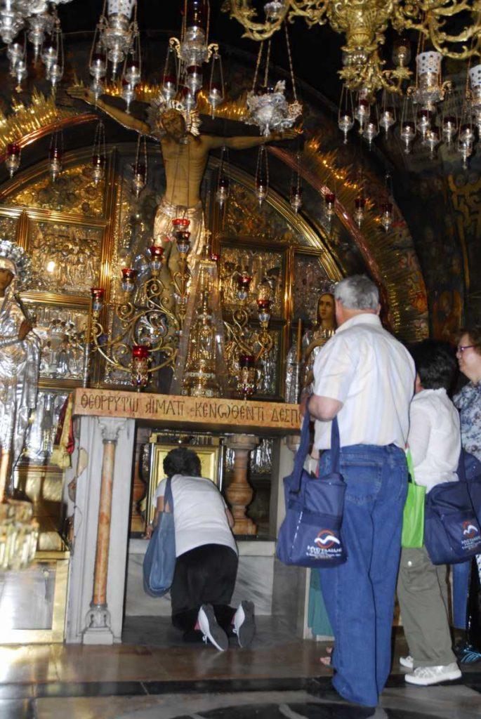 Israel - Galilée - Dévotion dans le Saint Sépulcre.