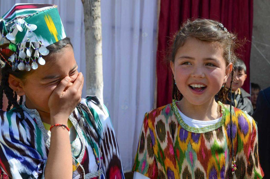 Ouzbekistan - Fillettes ouzbèkes à la fête de Navrouz