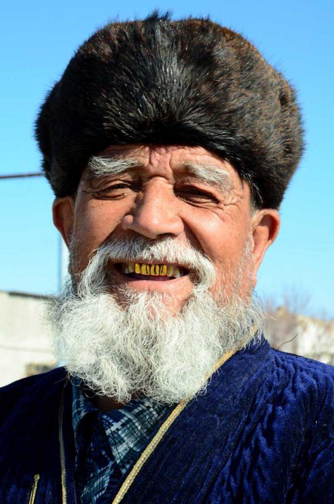 Ouzbekistan - Toque de fourrure et tunique matelassée : la tenue traditionnelle masculine ouzbèke
