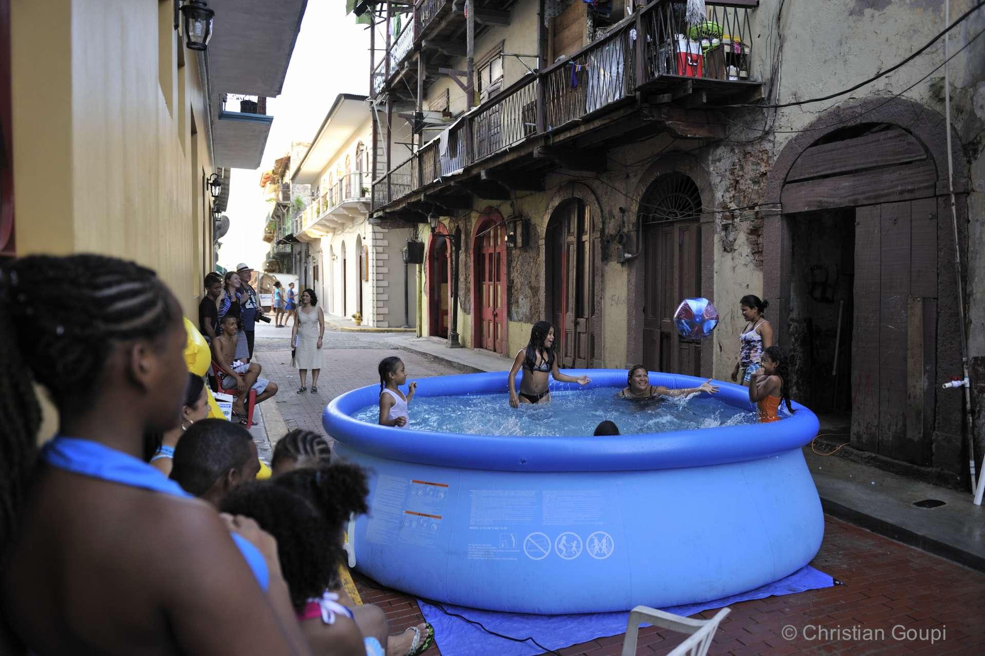 Panama - Une piscine improvisée dans le Casca Antiguo de Panama City.