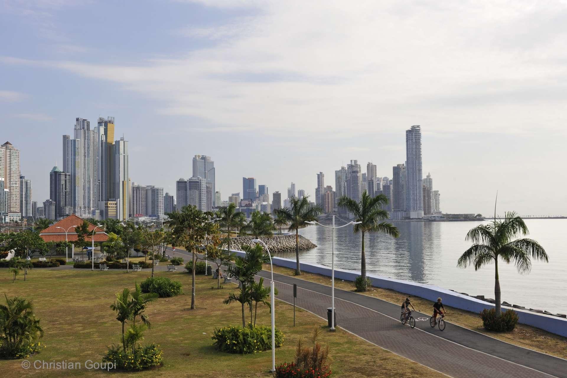 Panama - Le Malecon de Panama City, bâtis sur des terrains gagnés sur l'océan.