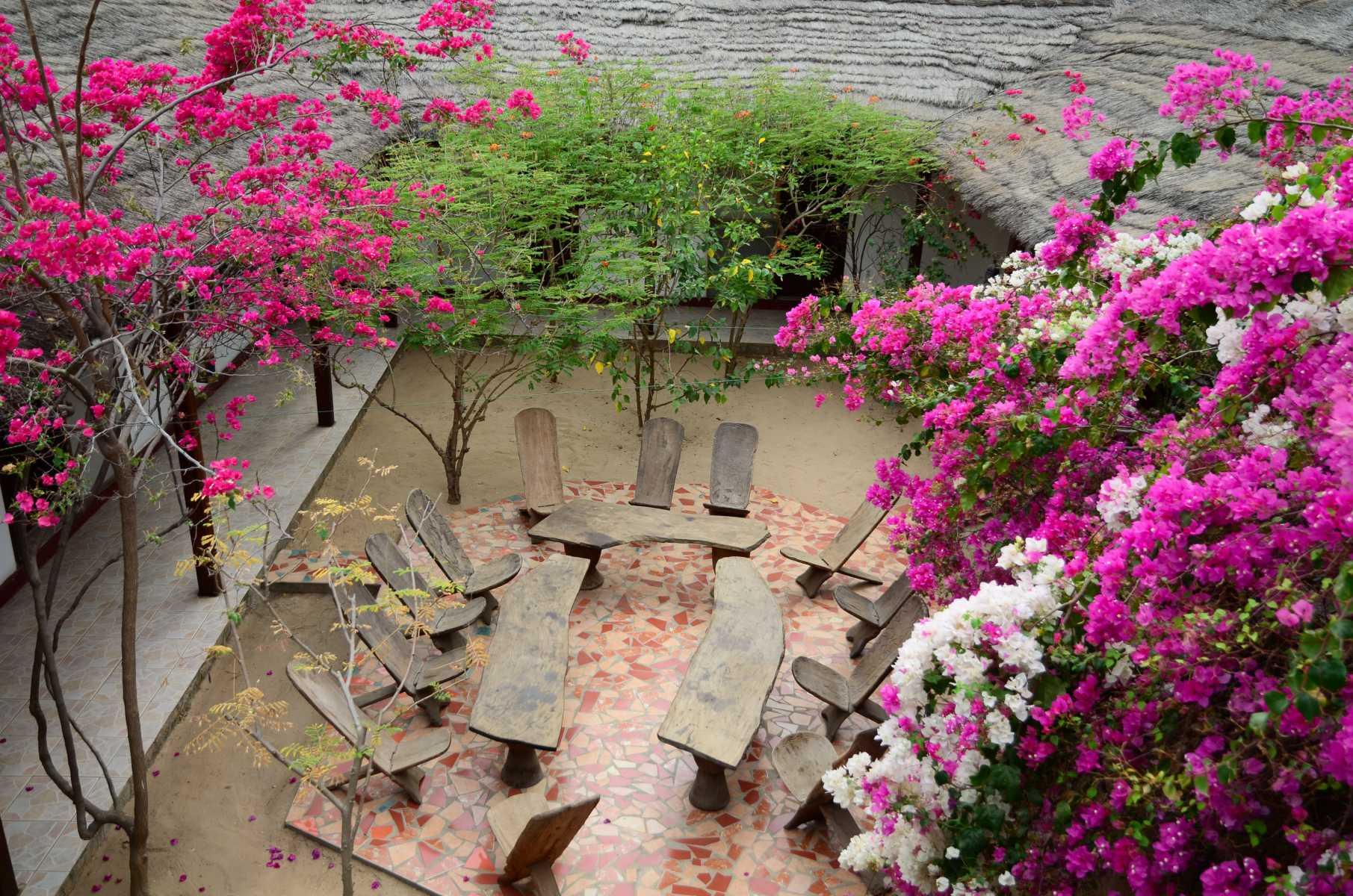 Sénégal - Sine Saloum - Autour du patio, le campement s'organise comme une maison africaine