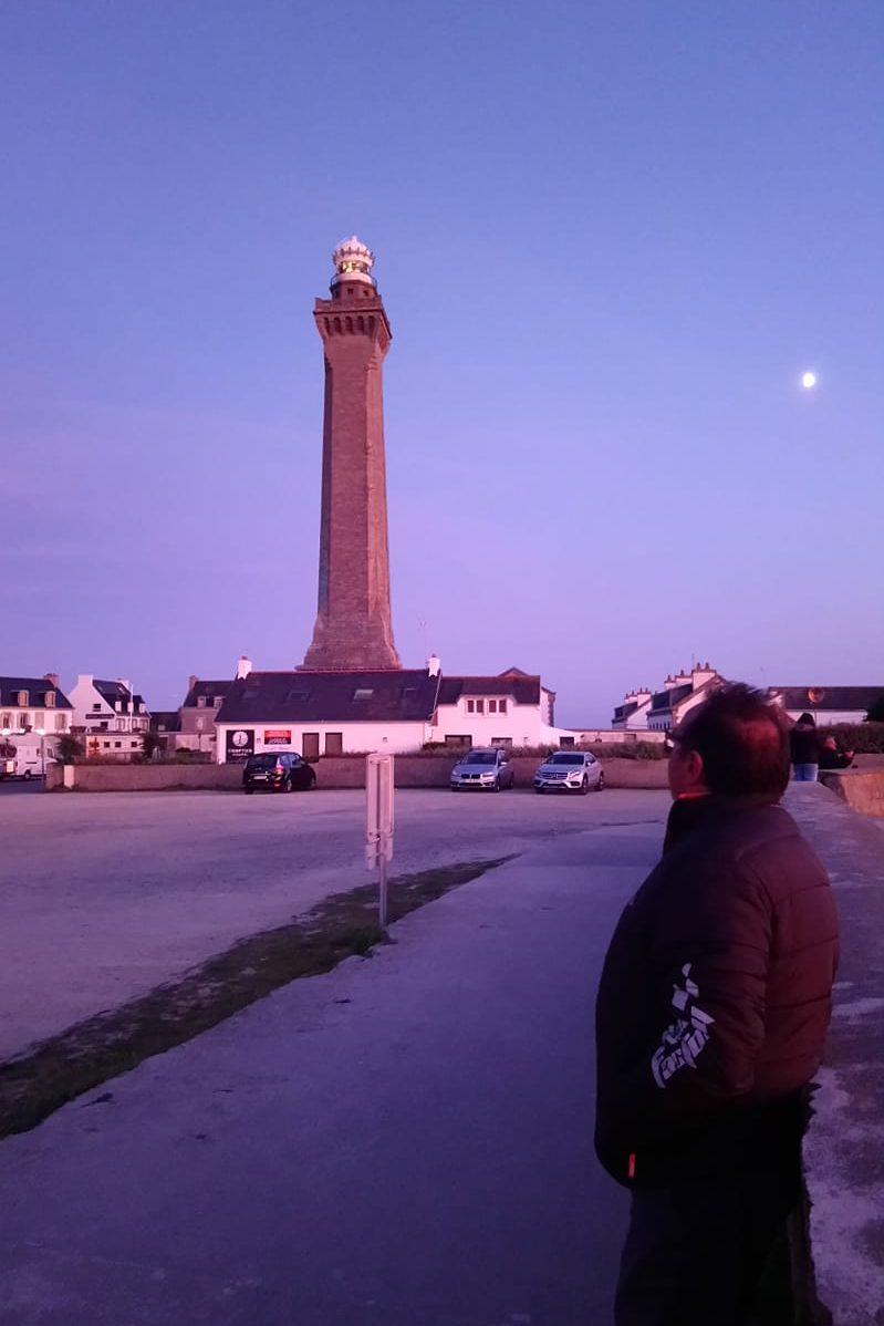 Le phare dEckmul un soir de septembre. Week-end en vadrouille dans le Sud Finistère. Photo Dominique Desclos.