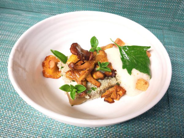 Foie gras, champignons et feuille de camomille au restaurant étoilé Le Cercle à Bourges