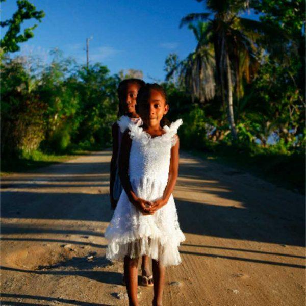 Afrique - Madagascar- Sainte-Marie - Un dimanche, à la sortie de l'église...
