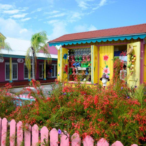 Bahamas - Les boutiques colorées de Port Lucayan