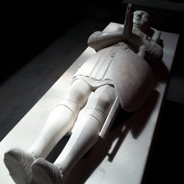 Le chevalier breton Bertrand du Guesclin, le premier VIP non royal de Saint-Denis, au XIVe siècle.