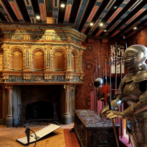 La salle du Roi était avant tout une salle d'apparat, elle avait de multiples usages, lieu de repas, de réception et d'audience.