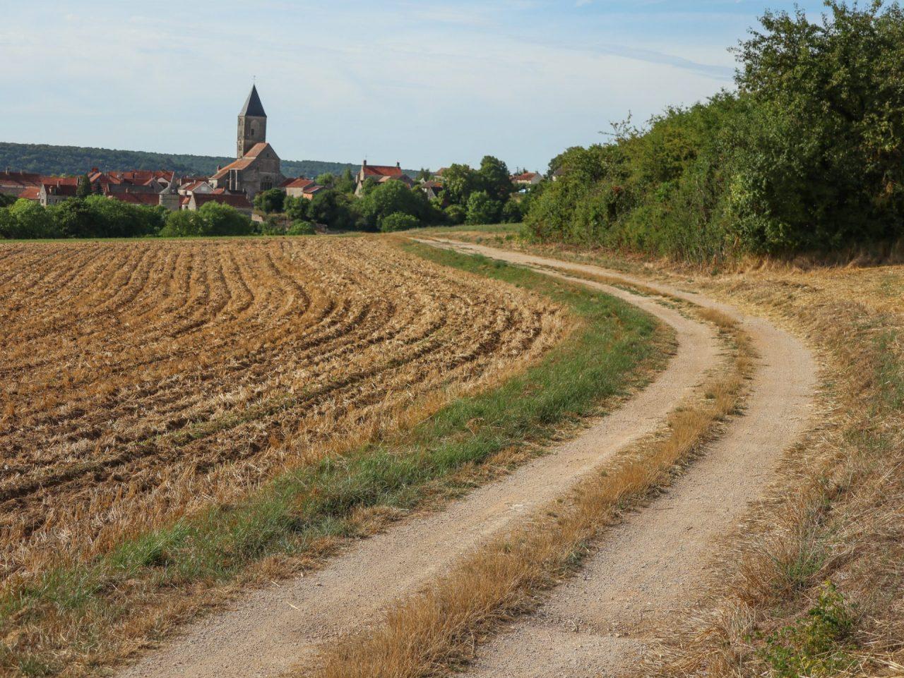 bourgogne-cote-d-or-rougemont-village-champs-labours