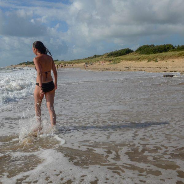 Sur la plage à Domino