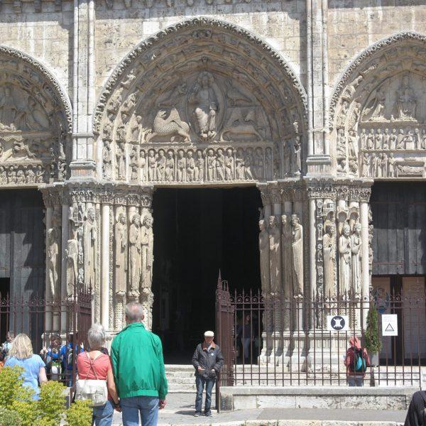 Le Christ de l'Apocalypse, figure principale du Portail Royal.