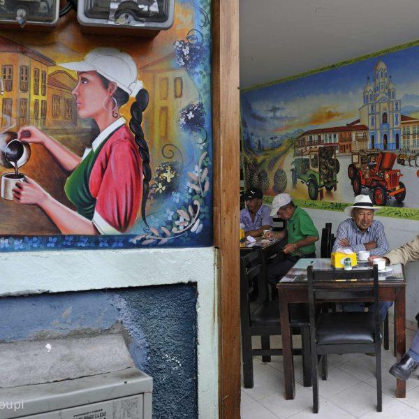 Colombie - Café de planteurs sur Bolivar Square à Filandia