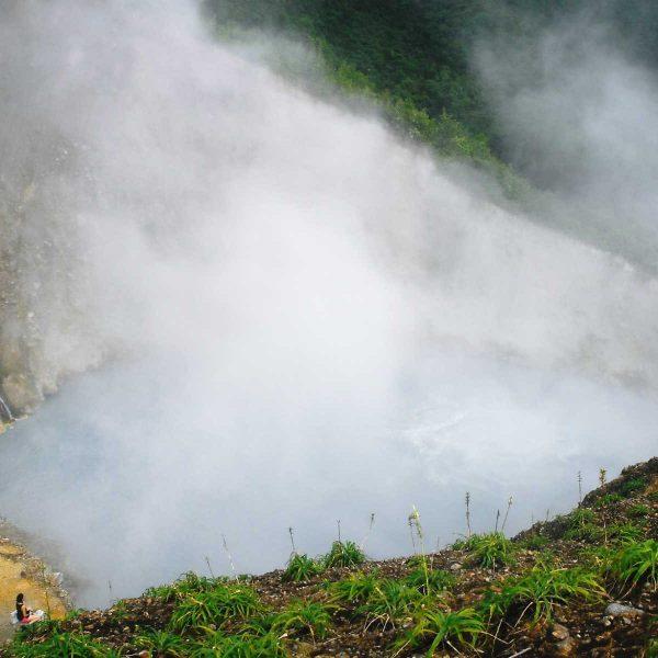 Dominique - Caraïbes - Le lac Bouillant, le deuxième plus grand lac en ébullition du monde.