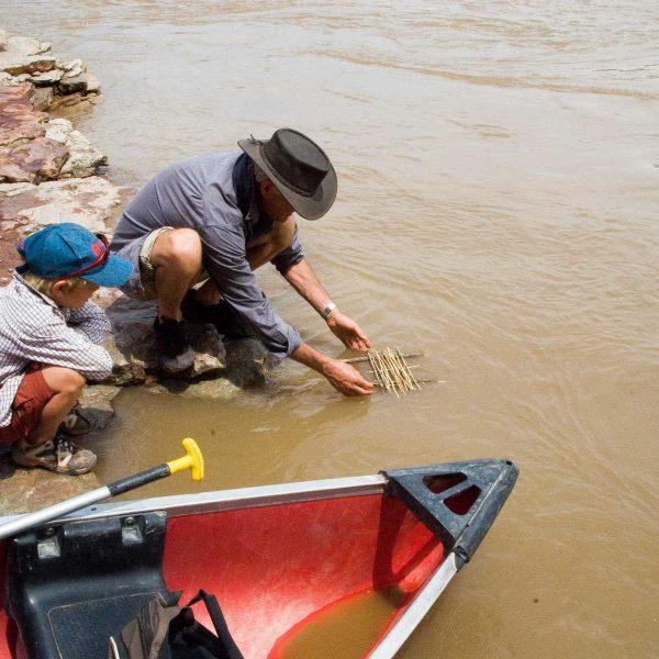 Etats-unis - Parcs de l'Utah - Un petit radeau sur le fleuve Colorado