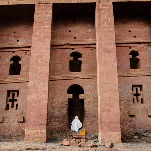Ethiopie - Lalibela - Avec une façade de plus de 30 m de long, Bieta Medhane Alem est la plus vaste église du site.