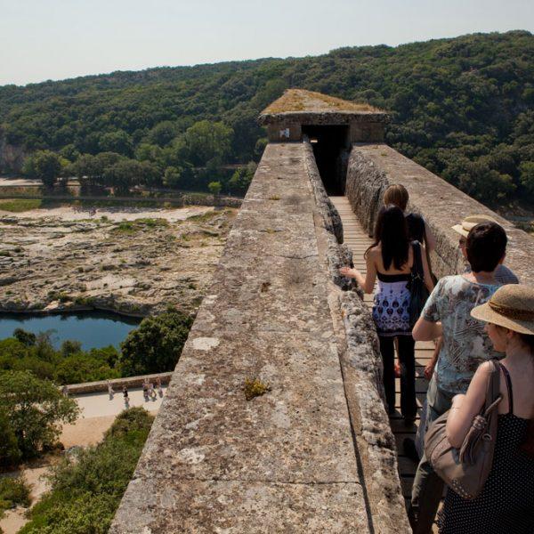 France - Pont du Gard - Visite du canal situé au dernier étage du pont.