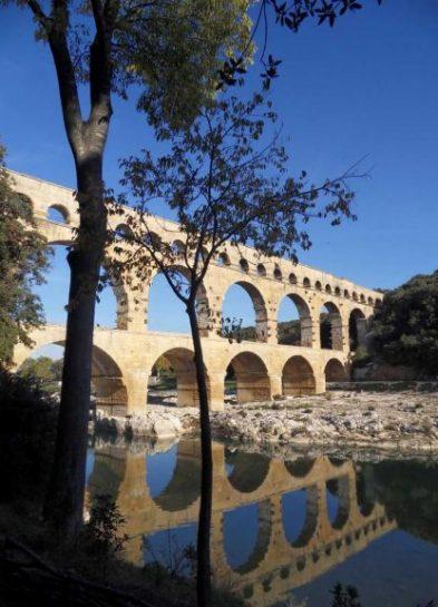 France - Pont du Gard - Reflet