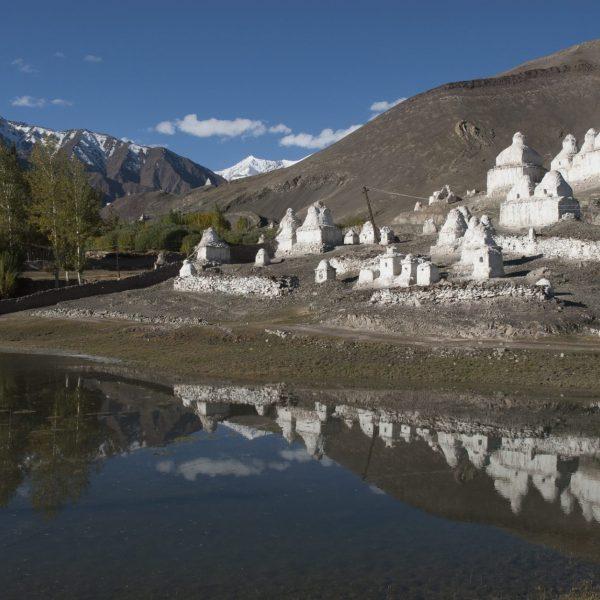 Reflets de chorten à l'approche du monastère de Tiksey