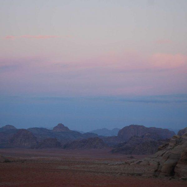 Jordanie - Pétra - Coucher de soleil dans le Wadi Rum.