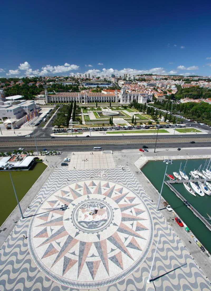 Lisbonne - Au pied du monument aux découvertes, l'immense mappemonde tout en marbre offerte par l'Afrique du Sud.