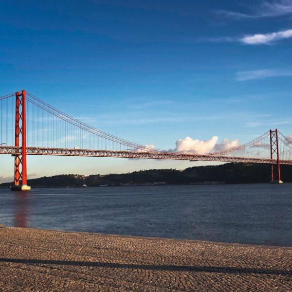 Lisbonne - Le pont Vasco de Gama, 17 km, au-dessus de l'embouchure du Tage