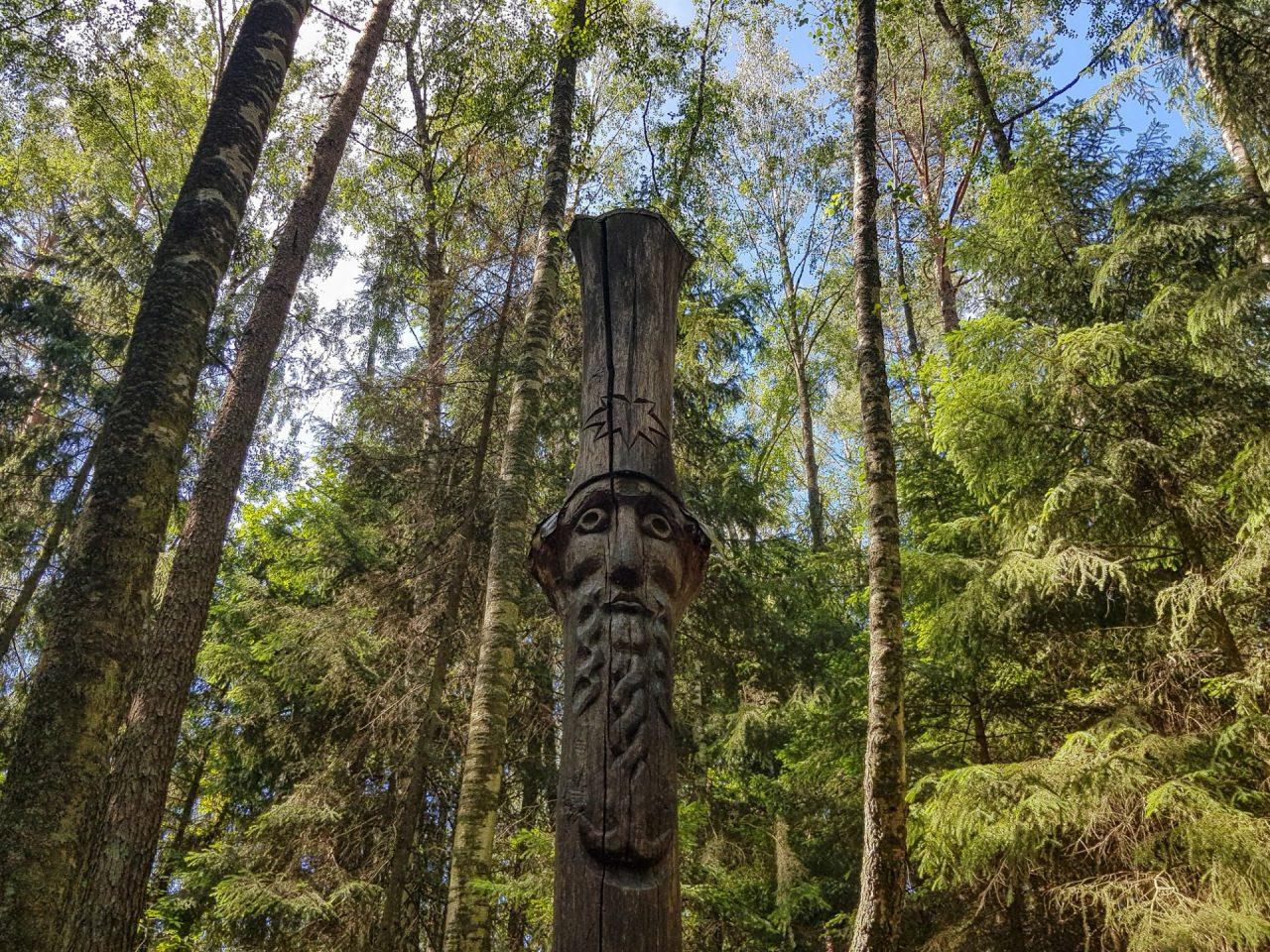 lituanie-isthme-de-courlande-juodkrante-colline-des-sorcieres-sculpture-legende