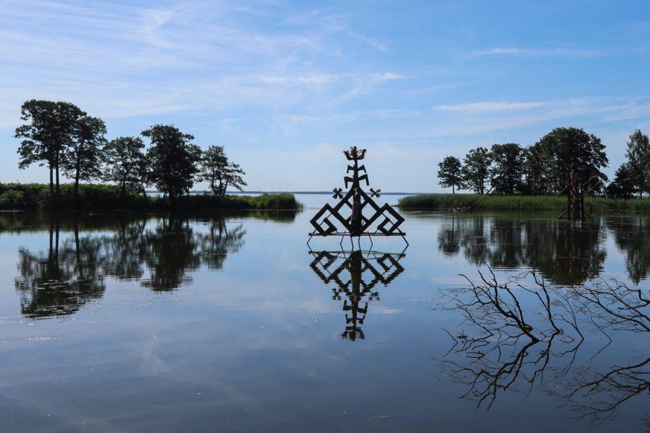 lituanie-isthme-de-courlande-lagune-sculpture-traditionnelle-