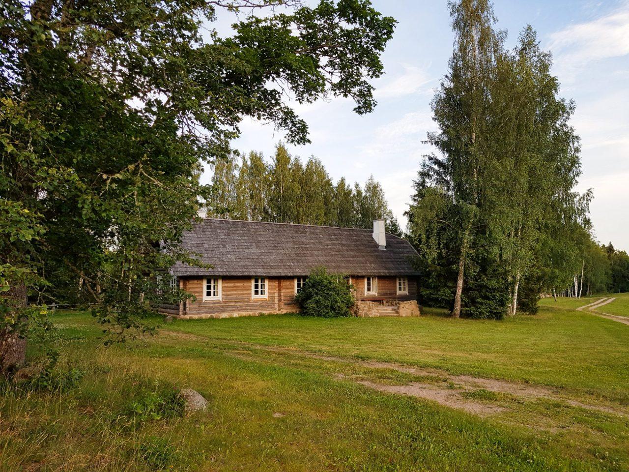 lituanie-parc-national-aukstaitija-miskikinises-gite-rural-cabane-rondins