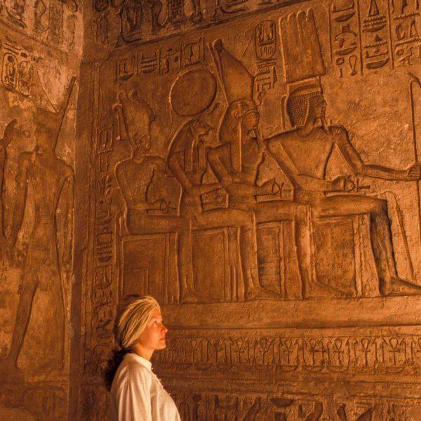 Nubie - Ptah, Amon, Ramsès II (divinisé) et Rê dans le naos du grand temple d'Abou Simbel.