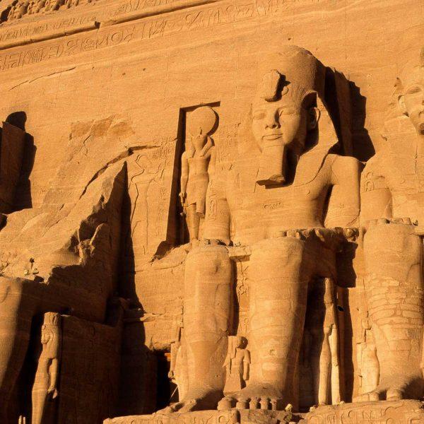 Nubie - Les statues colossales de Ramsès II à Abou Simbel
