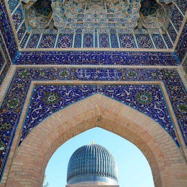 Ouzbekistan - La place du Registan à Samarcande, avec ses medersa du XVe siècle