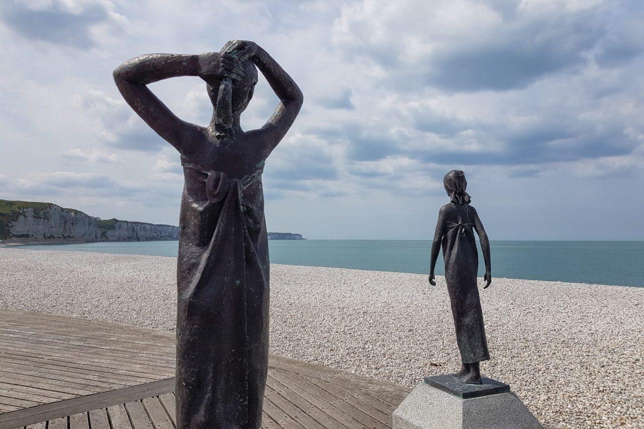 seine-maritime-cote-d-albatre-fecamp-plage-galets-statues-baigneuses-soleil (1 sur 1)