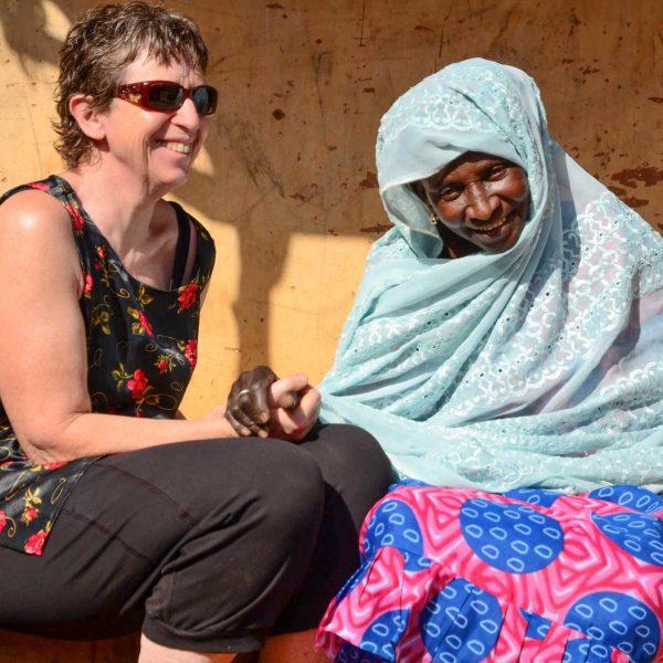 Sénégal - Sine-Saloum - Claudine et la doyenne du village.