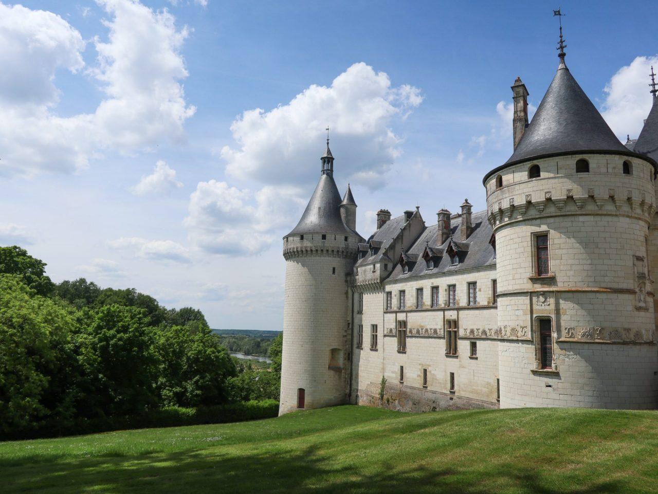 val-de-loire-chaumont-sur-loire-centre-art-et-nature-chateau-fleuve
