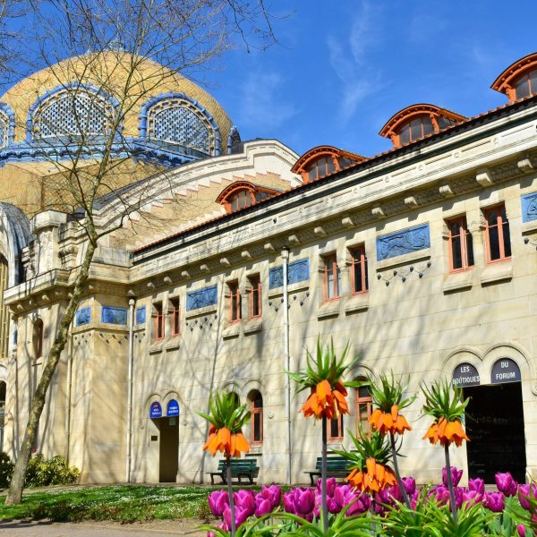 L'ancien domaine thermal et sa célèbre architecture d'inspiration romano-byzantine.
